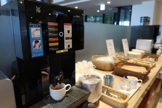 恩納村・ホテルムーンビーチ「コラーロ」の朝食(コーヒーマシーン)