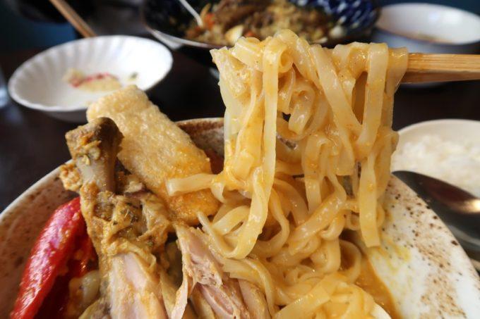 那覇・前島「タマニカレー」タイ風スープカレーにまさか麺類が入っているとは!