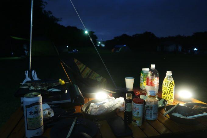 ユインチホテル南城のキャンプ場の夜の様子