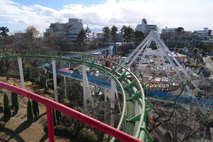 仙台市「八木山ベニーランド」ジェットコースターから遊園地内を眺める