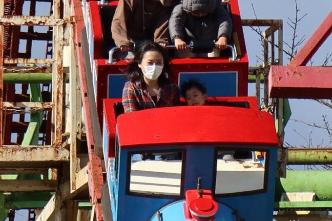 仙台市「八木山ベニーランド」ジェットコースターの最前列でビビるお子サマー