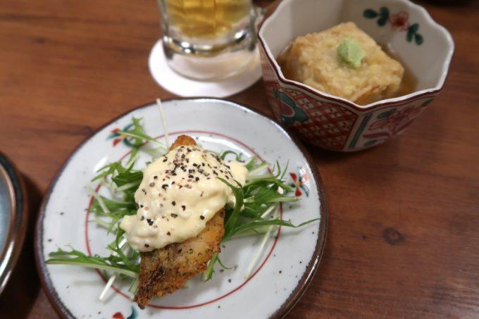 仙台「奥州酒場 ちだちゃん」の2種類のお通し(白身魚のフライとごま豆腐の揚出し)がウマい!
