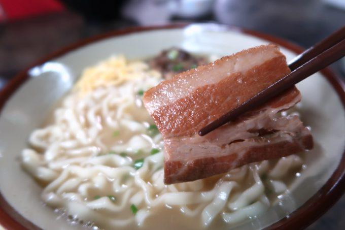 中城村「ちゅるげーそば なかぐすく古民家」の三枚肉