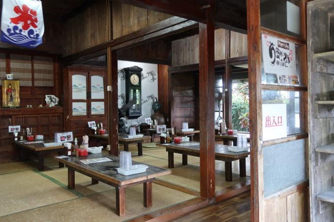 中城村「ちゅるげーそば なかぐすく古民家」の店内客席