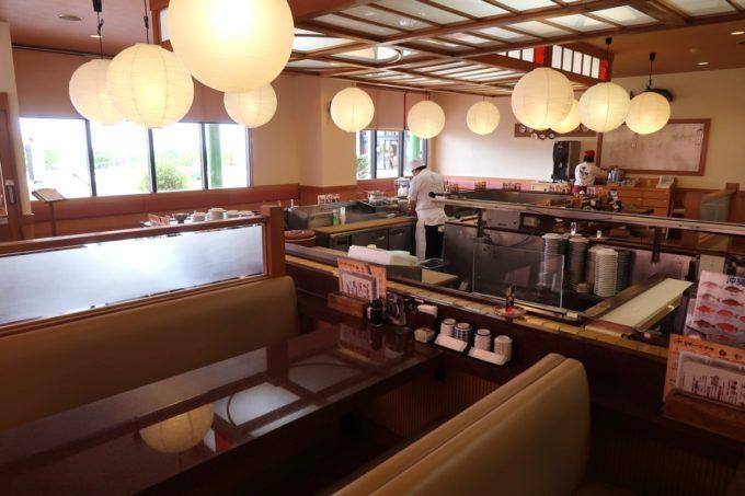 北谷町美浜「回転寿司 一番亭」の店内