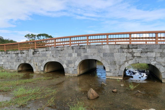 沖縄県うるま市「倉敷ダム」川の上に架かる橋