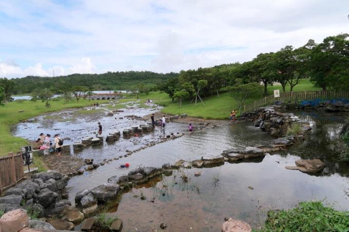 沖縄県うるま市「倉敷ダム」の川