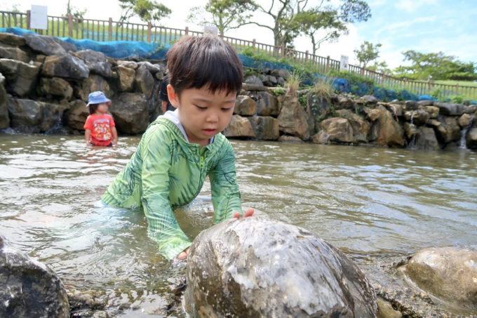 沖縄県うるま市「倉敷ダム」池で遊ぶお子サマー