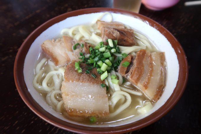 大宜味村「前田食堂」そば(小、550円)