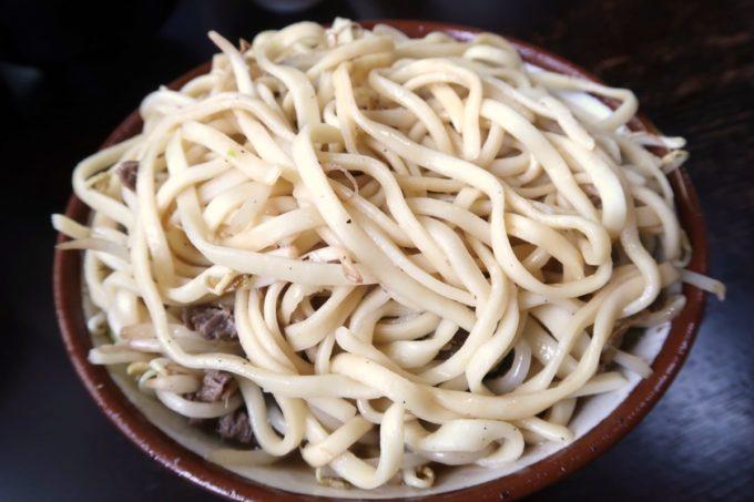 大宜味村「前田食堂」牛肉そばを天地返
