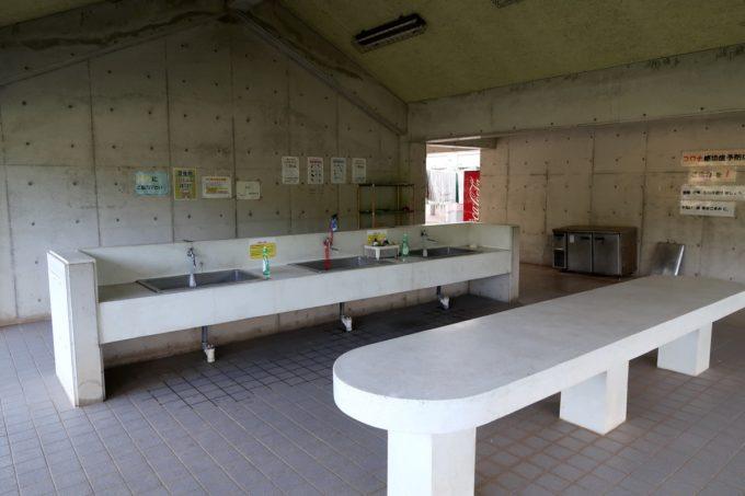沖縄県東村「つつじエコパーク」キャンプ場の炊事場・流し台