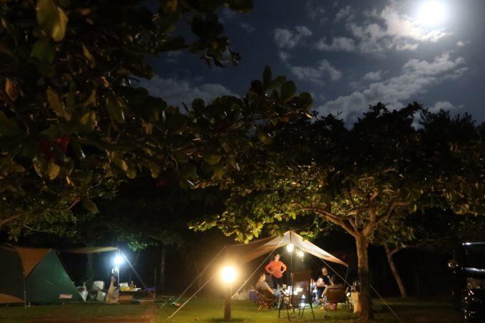 沖縄県東村「つつじエコパーク」オートキャンプ場と満月の月明かり