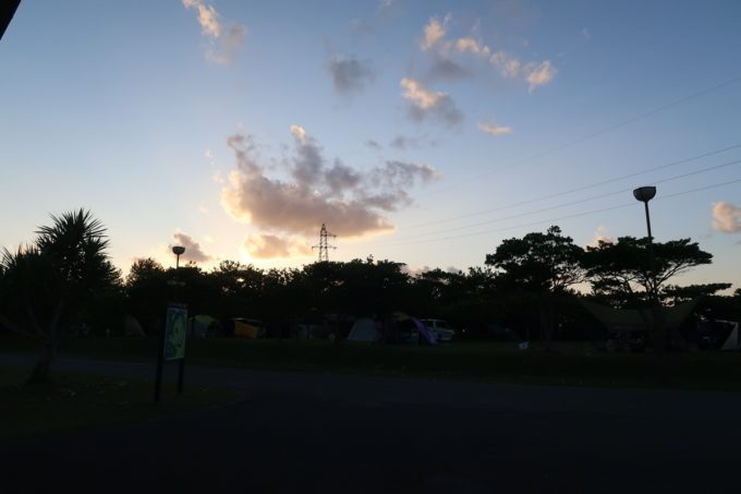 沖縄県東村「つつじエコパーク」キャンプ場の夜明け