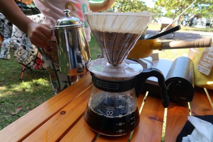 沖縄県東村「つつじエコパーク」キャンプ場でコーヒーを淹れる