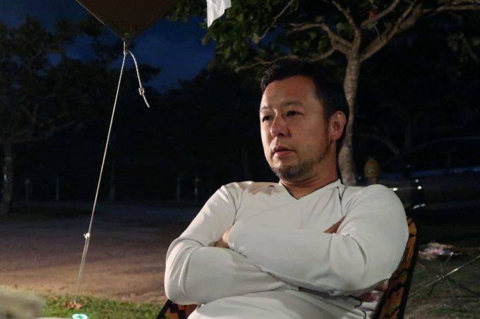 沖縄県東村「つつじエコパーク」キャンプ場で語り出す焚火師(タキビシ)