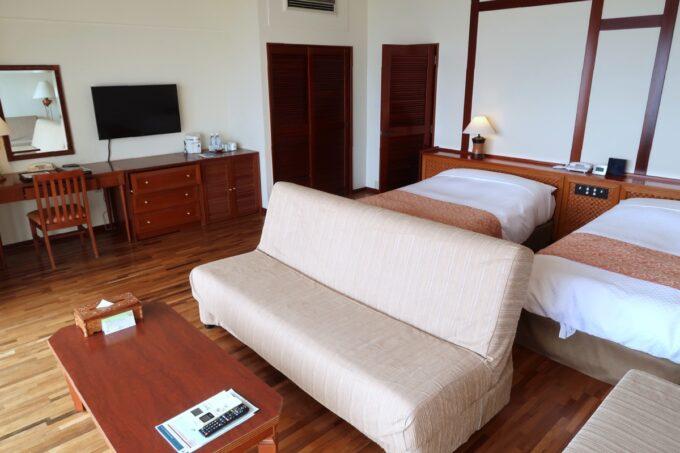 沖縄の老舗「カヌチャリゾート」オーキッド棟(71m²)のお部屋