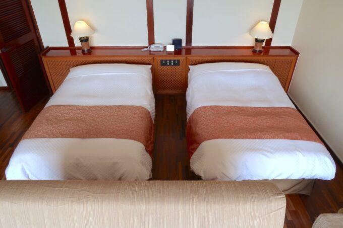 沖縄の老舗「カヌチャリゾート」オーキッド棟はすべてハリウッドスタイルでセミダブルベッドだった
