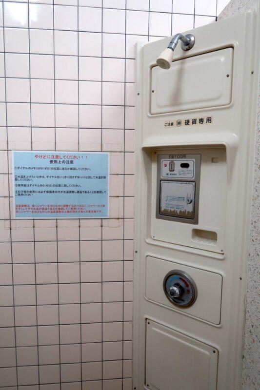 沖縄県総合運動公園キャンプ場の温水シャワー