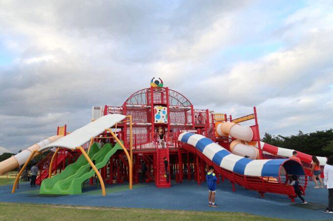 沖縄県総合運動公園キャンプ場のすぐ近くにある大型遊具(その1)