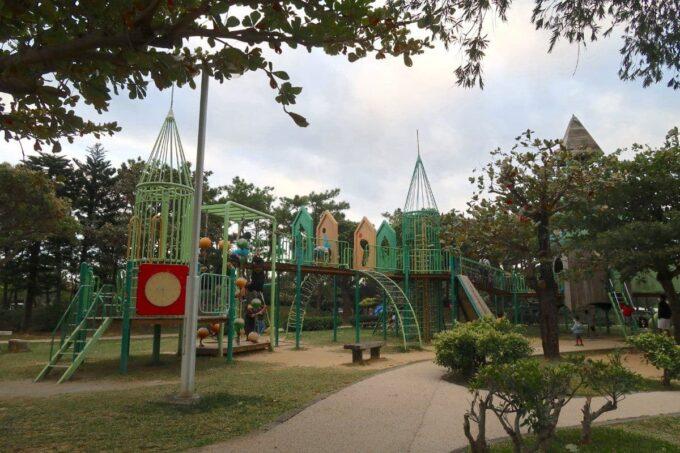 沖縄県総合運動公園キャンプ場のすぐ近くにある大型遊具(その2)