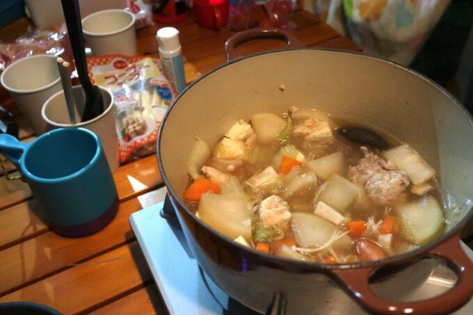 沖縄県総合運動公園キャンプ場で食べた夕食の鍋