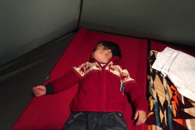 沖縄県総合運動公園キャンプ場で遊び倒し、あっという間に寝たお子サマー