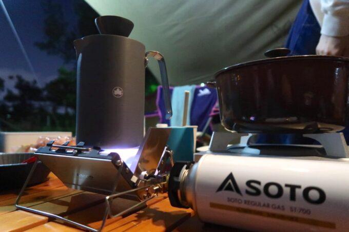 寝静まった沖縄県総合運動公園キャンプ場で熱燗をいただく