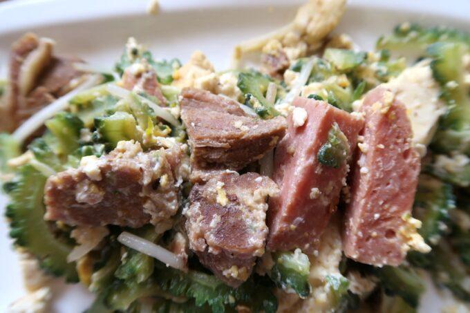 本部町「食堂 海邦」ゴーヤーチャンプルーに入っていたお肉とポーク