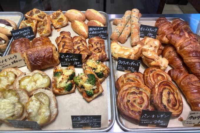那覇市おもろまち「デリカテッセントランク ブッチャー&ベーカリー(DELICATESSEN TRUNQ Butcher & Bakery)」この日の焼き立てパン(その2)