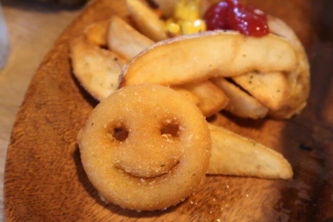 那覇市安里「HAMBURGER DINER FLIP-FLOP(ハンバーガーダイナー フリップフロップ)」は全てのバーガーにポテトがついている
