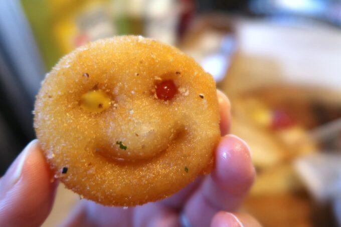 那覇市安里「HAMBURGER DINER FLIP-FLOP(ハンバーガーダイナー フリップフロップ)」ポテトのスマイルくんで遊んじゃうよね
