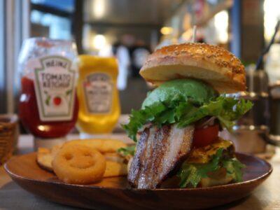 那覇市安里「HAMBURGER DINER FLIP-FLOP(ハンバーガーダイナー フリップフロップ)」のメインビジュアル