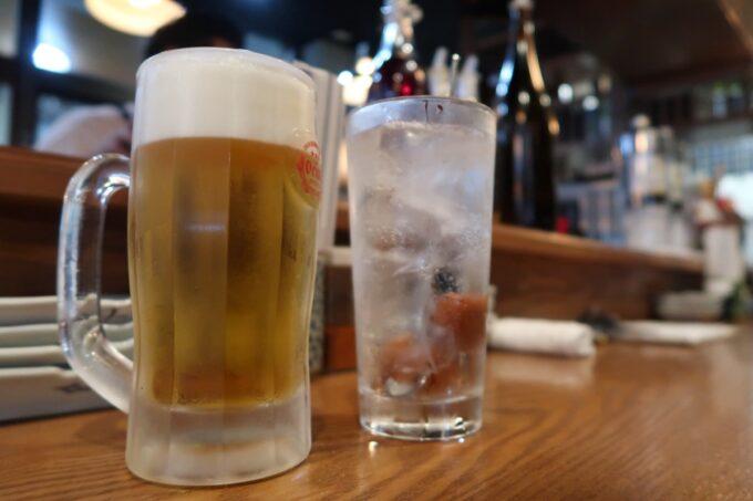 那覇市松尾「飯ト寿小やじ」ビールはオリオンザドラフト(300円)と、梅干しサワー(400円)