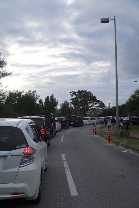 沖縄県総合運動公園キャンプ場の帰りは、イベント終わりとかぶってしまい猛烈な渋滞に。