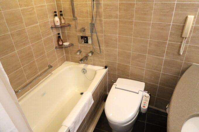 那覇「沖縄ハーバービューホテル」スタンダードツインのバスルーム