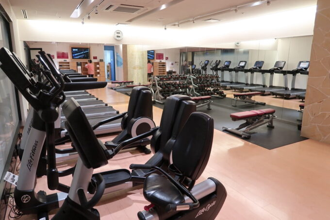 那覇「沖縄ハーバービューホテル」24時間営業のフィットネスルーム