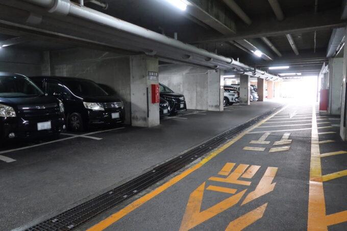 那覇「沖縄ハーバービューホテル」の屋根付き駐車場