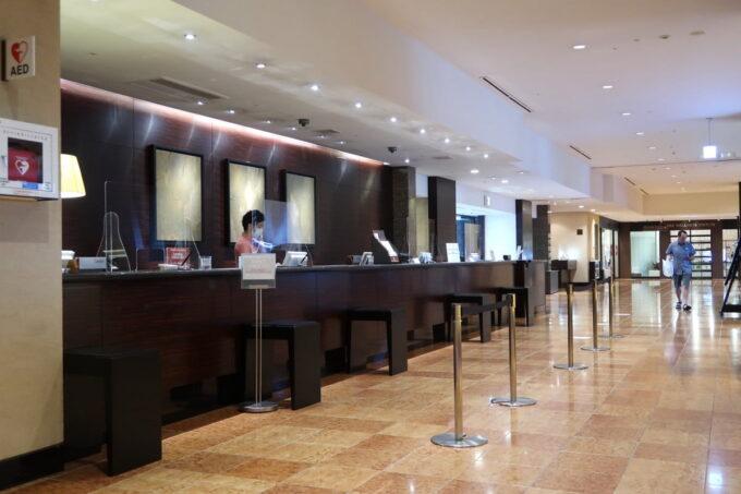 那覇「沖縄ハーバービューホテル」のフロント