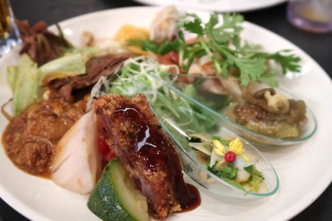 那覇市泉崎「沖縄ハーバービューホテル」ビアガーデンのお料理を盛り合わせておつまみにした