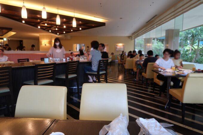 那覇市泉崎「沖縄ハーバービューホテル」ガーデンレストラン プランタンの客席