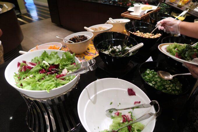 那覇市泉崎「沖縄ハーバービューホテル」ガーデンレストラン プランタンの朝食バイキングの野菜など