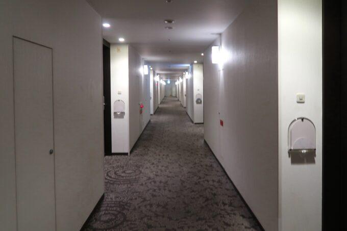 那覇「沖縄ハーバービューホテル」の客室廊下