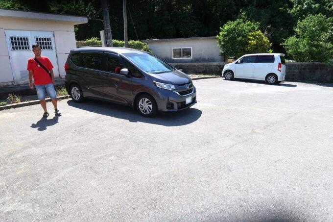 糸満「与座川(ヨザガー)」の下の方にある駐車場