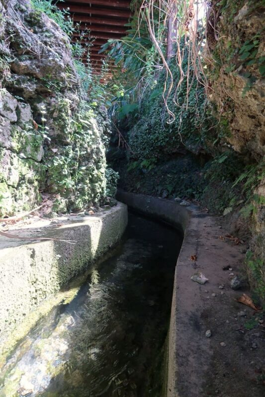 糸満「与座川(ヨザガー)」の立入禁止区域を望遠で撮影