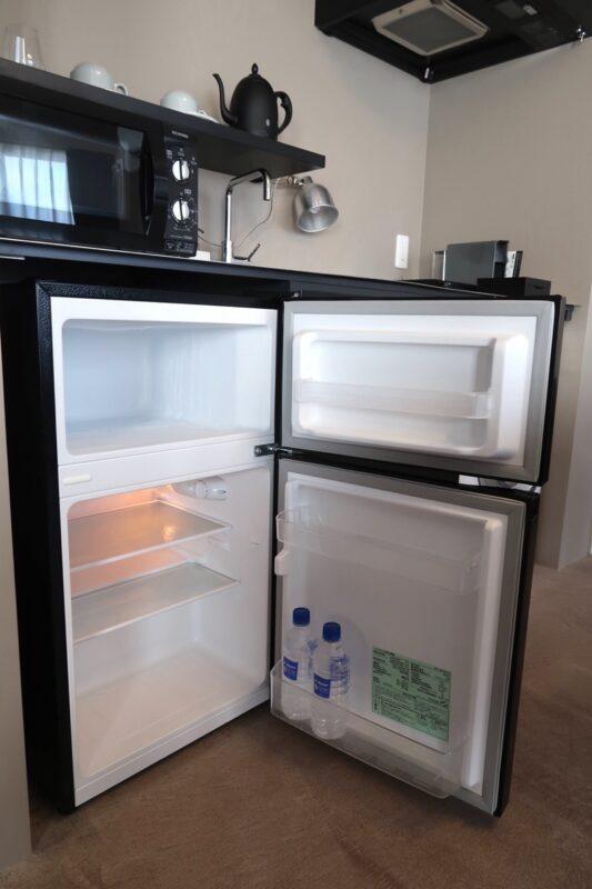 那覇市泊「ホテルプチスイート崇元寺石門」4階LIBRARYの冷蔵庫