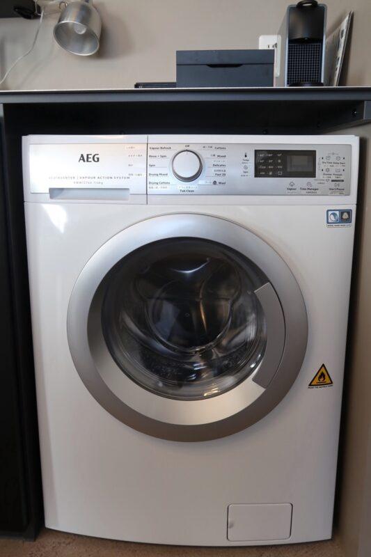 那覇市泊「ホテルプチスイート崇元寺石門」4階LIBRARYのドラム式洗濯乾燥機