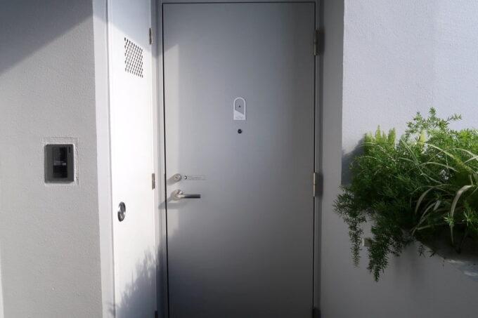 那覇市泊「ホテルプチスイート崇元寺石門」4階ライブラリーの入り口