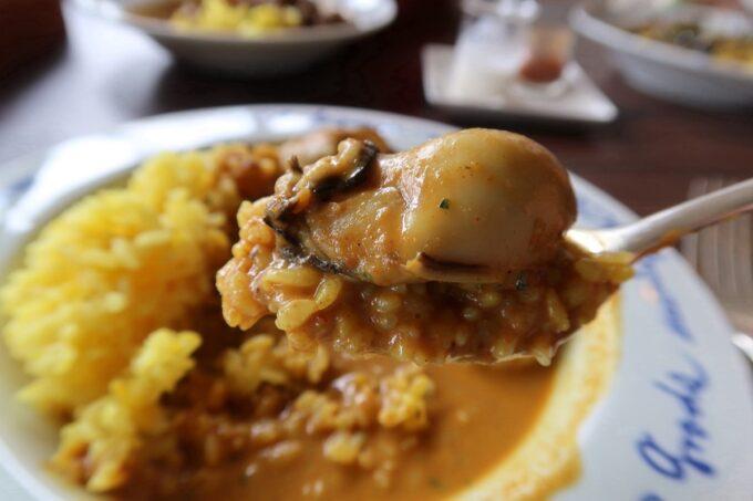 宜野湾「隠れ家レストラン KOBA」ランチのカキカレーの牡蠣がおいしい。