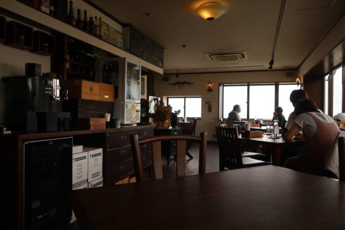 宜野湾「隠れ家レストラン KOBA」の店内