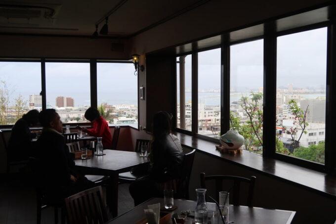 宜野湾「隠れ家レストラン KOBA」店内からの眺め